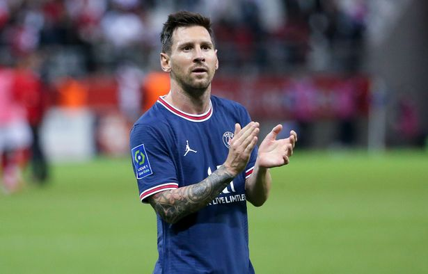 Lionel Messi of PSG salutes the supporters following the Ligue 1 Uber Eats match between Stade Reims and Paris Saint Germain (PSG) at Stade Auguste Delaune on August 29, 2021 in Reims, France.