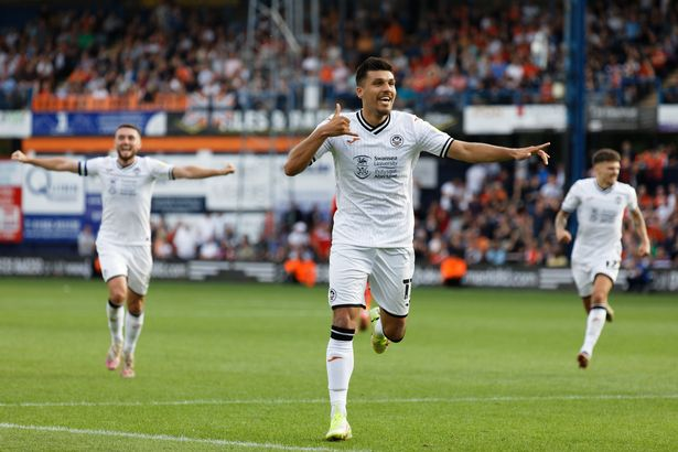 Joel Piroe of Swansea City celebrates his goal during the Sky Bet Championship match between Luton Town and Swansea City at Kenilworth Road on September 18, 2021 in Luton, England.