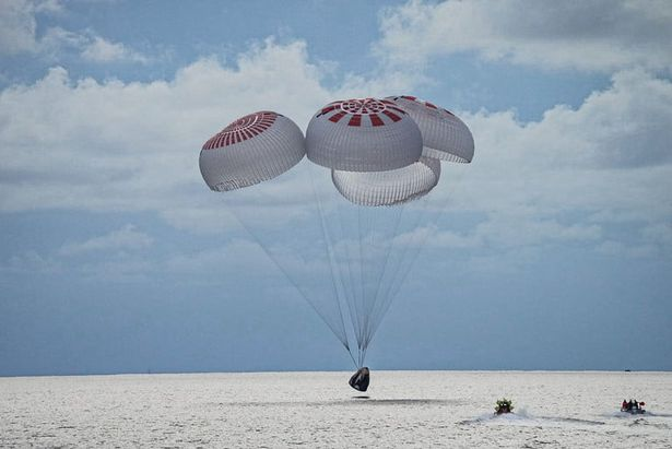 SpaceX Inspiration4 crew lands safely in ocean - after snapping killer space selfie