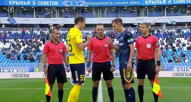Krylya Sovetov and FC Rostov captains play rock, paper, scissors