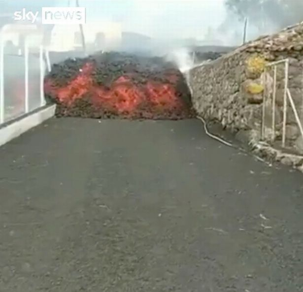 """Mayor Sergio Rodriguez said that the lava """"left absolutely nothing in its path"""""""