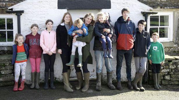 Amanda has nine children with husband Clive
