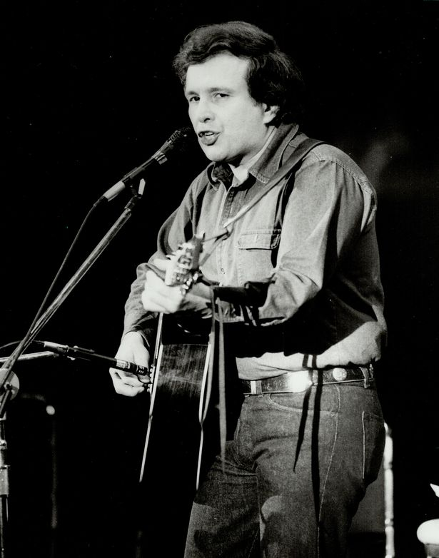 Don Mclean performing his 8-and-a-half-minute hit American Pie in 1971