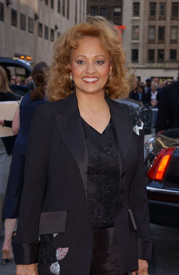 Daphne Maxwell-Reid took over the role of Aunt Vivian from season 3