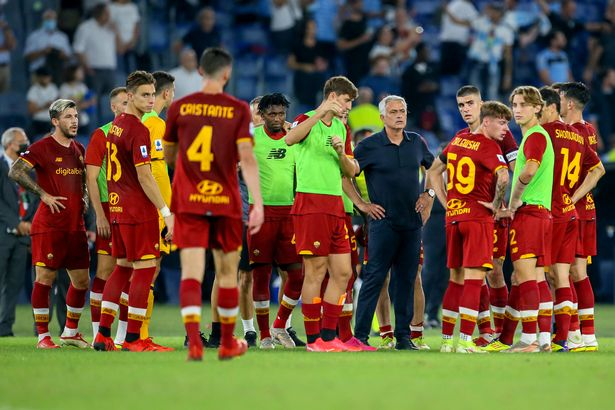 Coach Jose Mourinho of AS Roma talks to his players after losing 2-3 the Serie A match between SS Lazio and AS Roma at Stadio Olimpico on September 26, 2021 in Rome, Italy