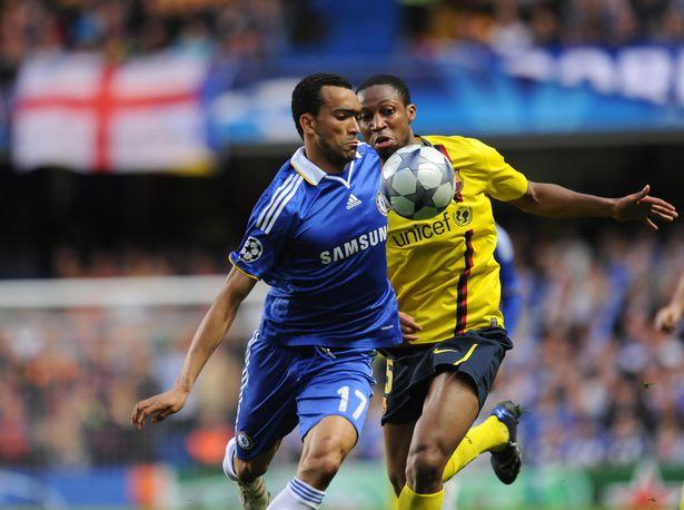 Jose Bosingwa controls the ball