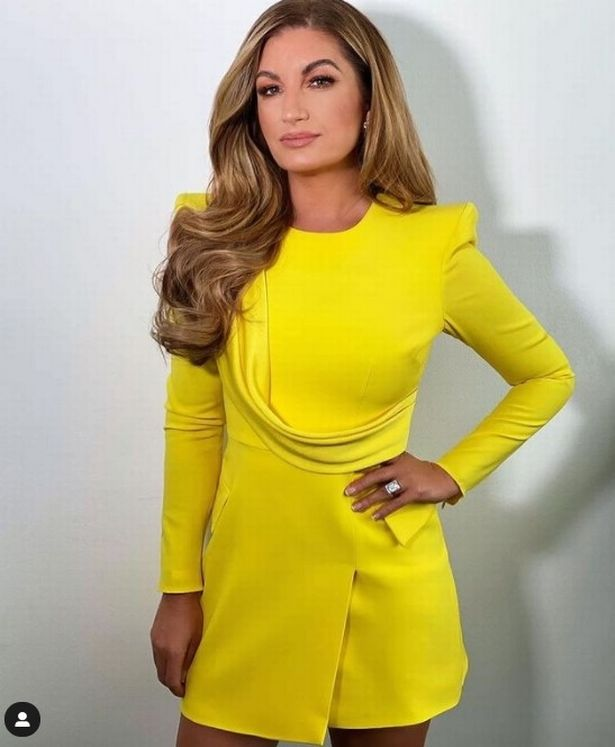 Karren dazzled in a bright yellow minidress that demanded attention