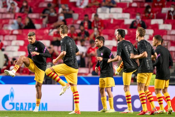 Players of FC Barcelona warm up prior to the UEFA Champions League group E match between SL Benfica and FC Barcelona at Estadio da Luz on September 29, 2021 in Lisbon, Portugal.