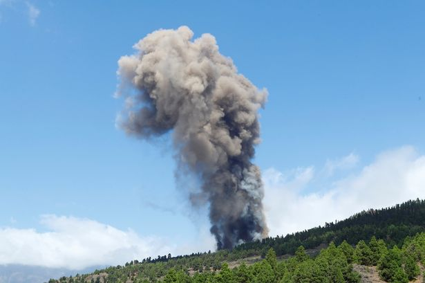 Canary Islands volcano erupts at Brit holiday hotspot spewing lava and smoke into the sky