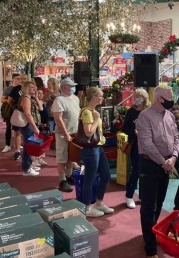 Lengthy queues at Brigg Garden Centre as hundreds queue to see Father Christmas - in September