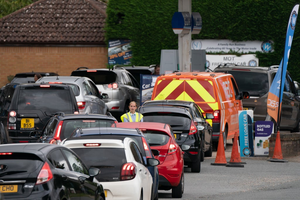 Firefighter issues warning to stockpiling motorists as he shares harrowing photograph