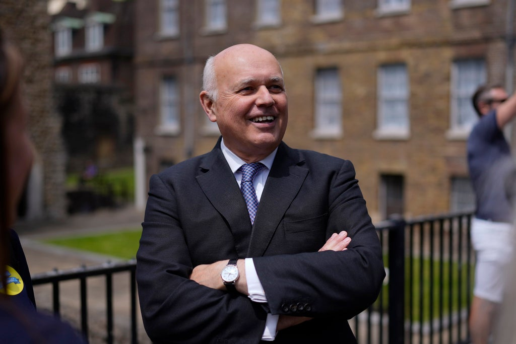 Iain Duncan Smith roasted as he says it is 'simply untrue' that fuel shortage is a Brexit problem