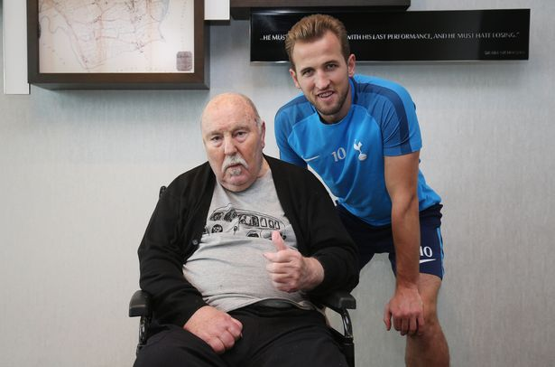 Harry Kane met Spurs legend Jimmy Greaves in 2020