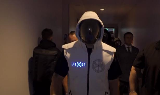 Oleksandr Usyk enters Anthony Joshua fight wearing space mask in insane ring walk