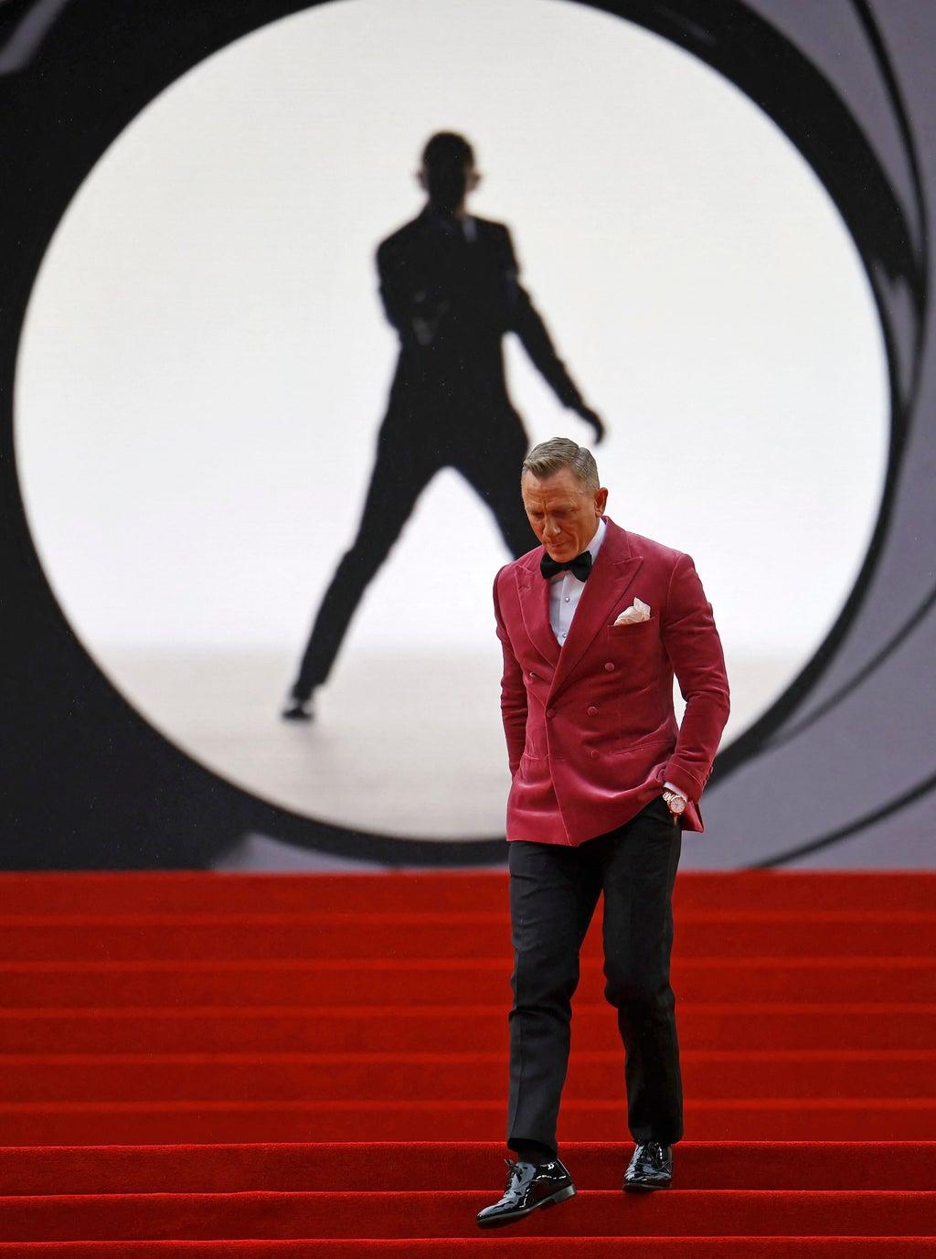 Twitter goes wild for Daniel Craig's 'dapper' pink suede blazer at 'No Time To Die' premiere
