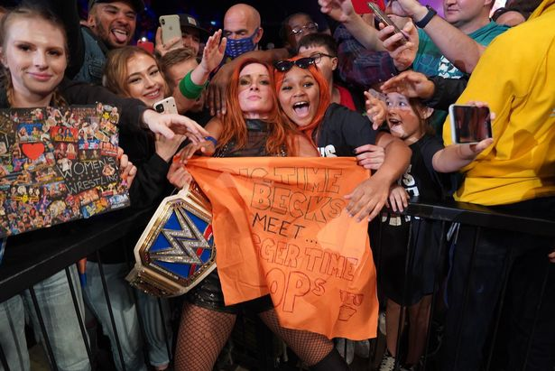 Becky Lynch retained her WWE SmackDown Women's title in London on Monday