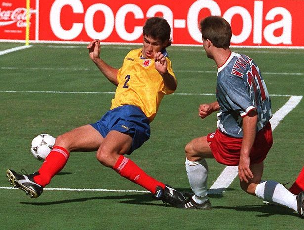 Colombian defender Andres Escobar (L) comes up short as he tried to block the shot of US forward Eric Wynalda during their World Cup first round soccer match 22 June 1994 at the Rose Bowl in Pasadena.